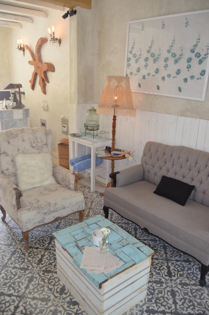 Lounge in the entrance of Hotel La Semilla