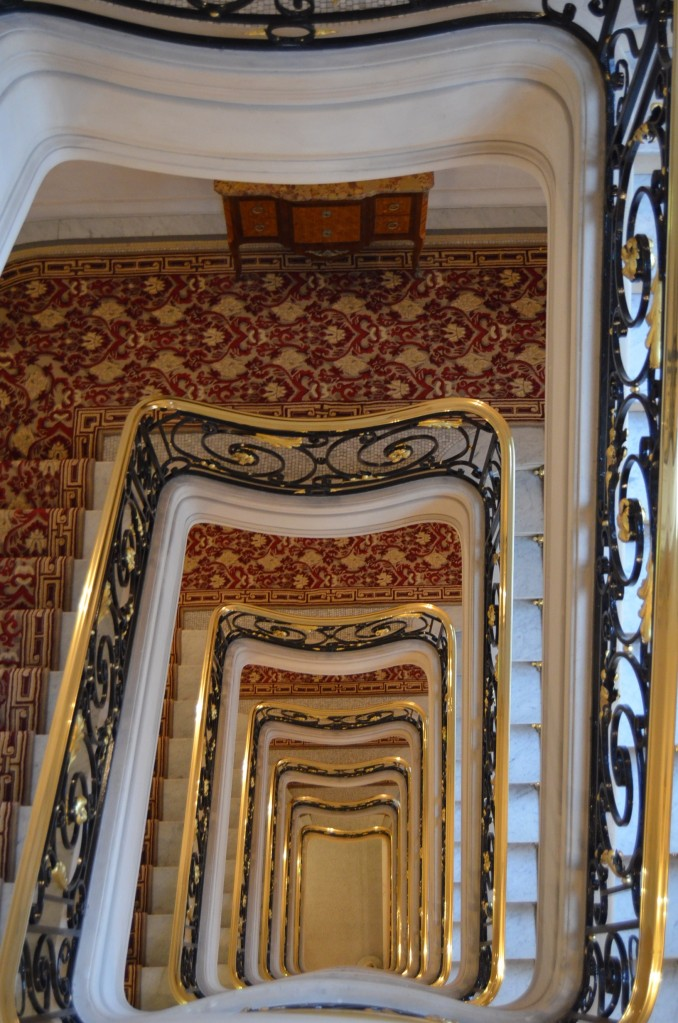The grand staircase at Hôtel Plaza Athénée
