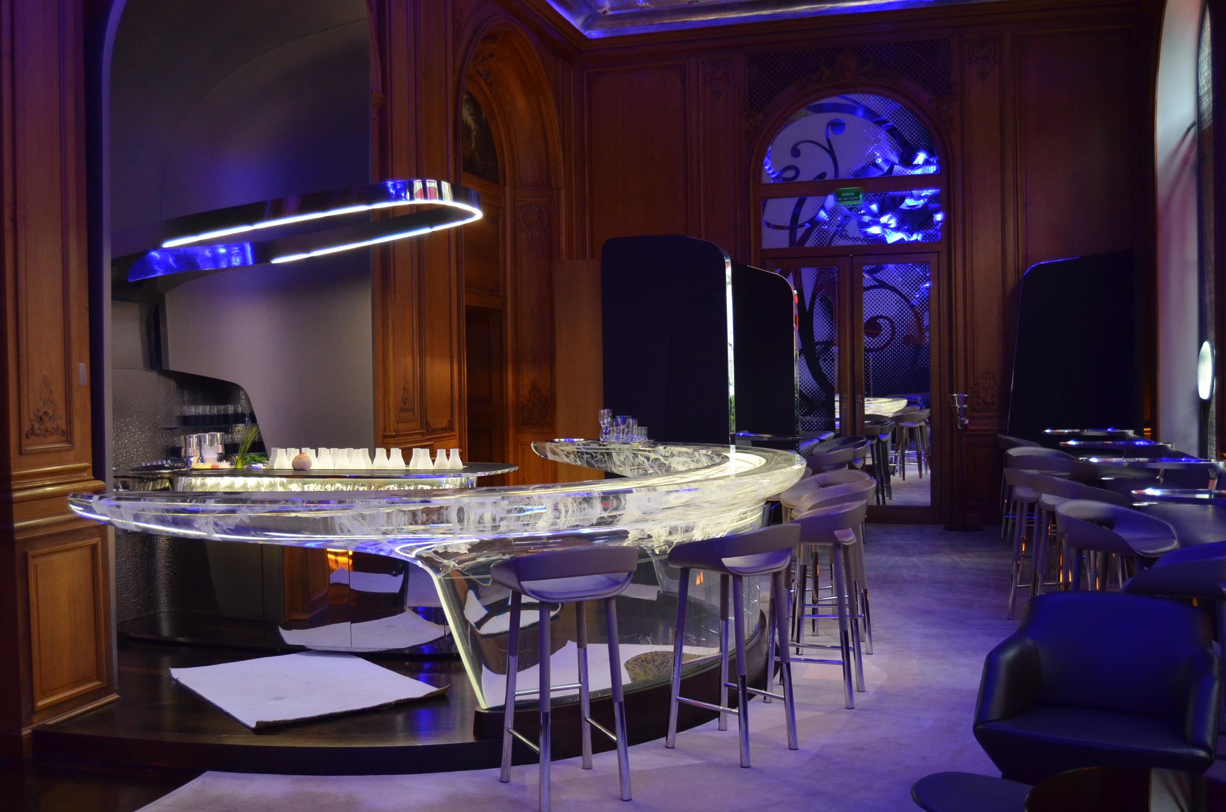 a hotel fit for a princess a peek inside paris 39 h tel plaza ath n e journeys around the globe. Black Bedroom Furniture Sets. Home Design Ideas