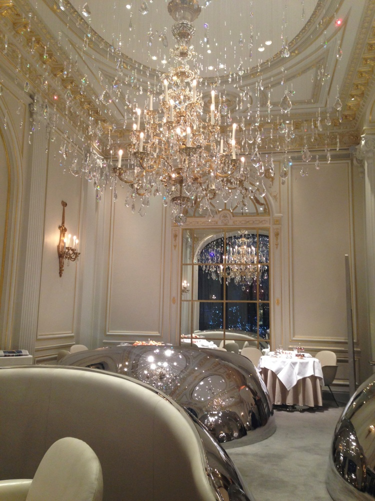 The dining room at Hôtel Plaza Athénée